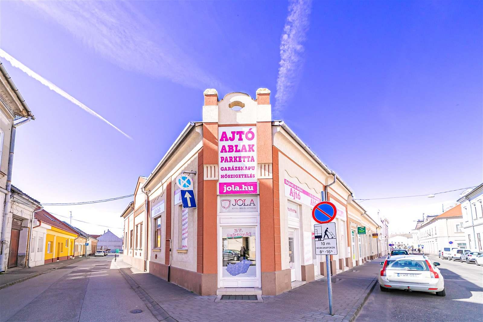 JOLA Bajai üzlet külső